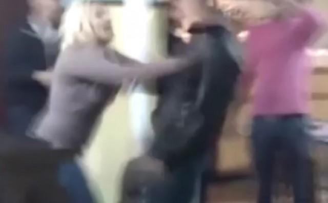 Razjarena djevojka u travničkoj krčmi izazvala opći kaos i fizički obračun, već su je prozvali Rambo Bosankom