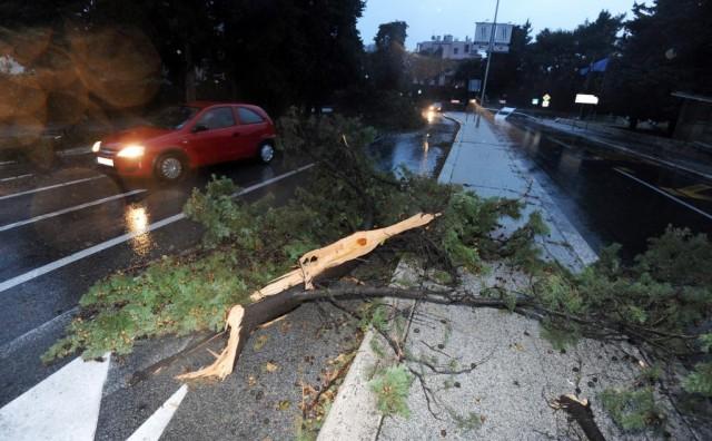 'Tornado', kiša, tuča poharalo dijelove Splita