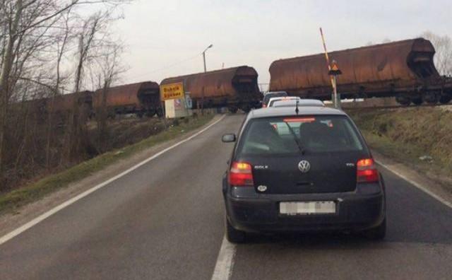 I ovo je BiH: Vlak prolazi, a rampa dignuta?!