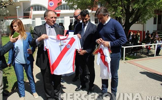 Nogometaši FC Barija s članovima obitelji posjetili HŠK Zrinjski