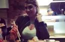 Tko bi mogao mirno jesti sushi kad Mirta Šurjak sjedi preko puta i pokaže obline?