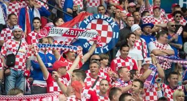 Hrvatski navijači napadnuti u Parizu – zašto šute hrvatski mediji?