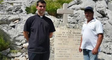 Surovo ubijenim hrvatskim domoljubima podignut spomenik na Biokovu