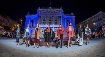 Moda i umjetnost: revija Max Mare ispred Hrvatskog narodnog kazališta u Rijeci