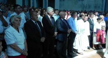 Izaslanstvo HDZ-a BiH boravilo u župi Kotor Varoš na obilježavanju Zlatne mise fra Marka Kovačića