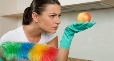 Vječna dilema: Trebamo li prvo usisavati ili brisati prašinu?