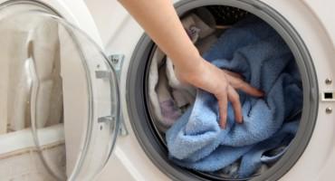Odjeća vam ima neugodan miris nakon pranja u perlici? Možda radite ovu pogrešku!
