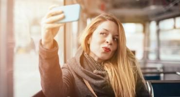 Ne ispadate dobro na selfijima? Kad čujete koji je razlog tome, bit će vam lakše!