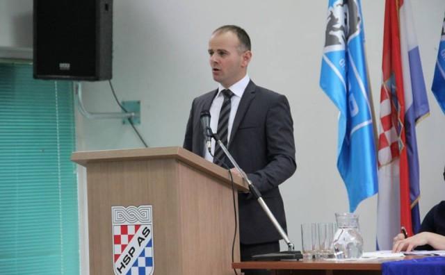 Vukovarski vodotoranj uništili su Srbi, a Hrvati sada plaćaju Srbinu da ga obnovi!