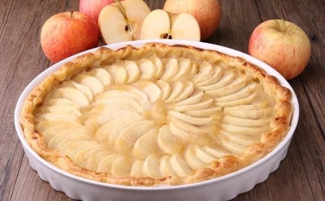Pita od jabuka s kremom od vanilije