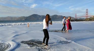 Zaljubljeni par koji čeka dijete došao se fotografirati na plažu, a onda se dogodilo ovo