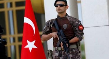 Sirijac na aerodromu prijetio da će se raznijeti bombom
