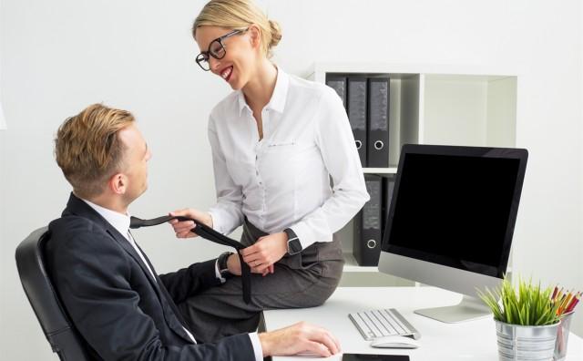 Nećete vjerovati koja seksualna fantazija ženama noću ne da mirno spavati - u 'igri' su šef i kolega s posla...