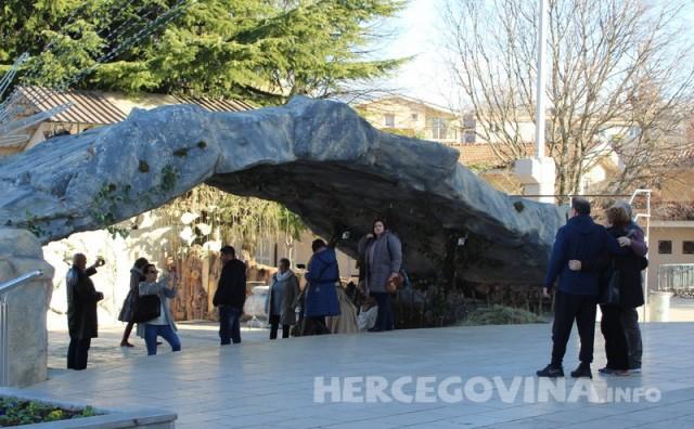 Međugorje: Ispred crkve se gradi Betlehem