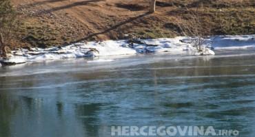 Zaledilo se jezero u Mostaru
