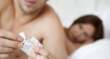 Moja djevojka očajnički želi ostati trudna pa buši rupe na kondomima. Što da radim?