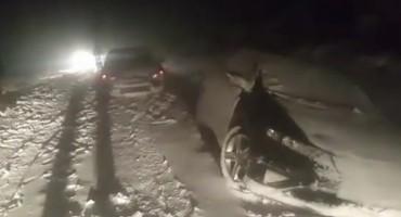 Snježna mećava zarobila djecu
