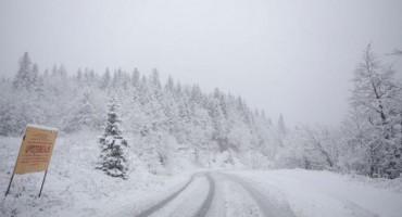 Zbog niskih temperatura upozoravamo vozače na poledicu
