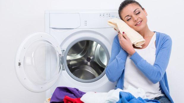 Odjeću samo potrpate u perilicu za pranje? Evo što radite krivo