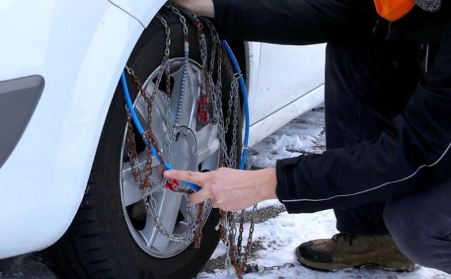Znate li kako pravilno postaviti lance za snijeg na vozilo?