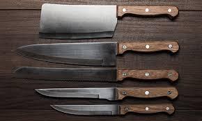 Super jednostavni trik riješit će točkice hrđe s vaših noževa