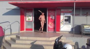 Mislio je da je cijeli otok 'nudistički' pa otišao u kupovinu gol