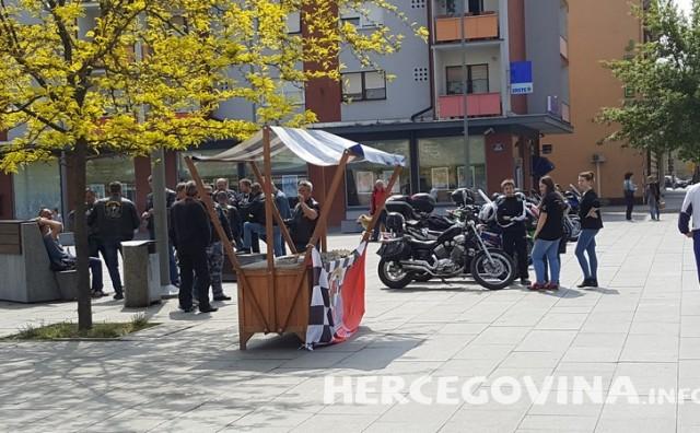 Županja: Moto klub darivao sugrađane za Uskrs