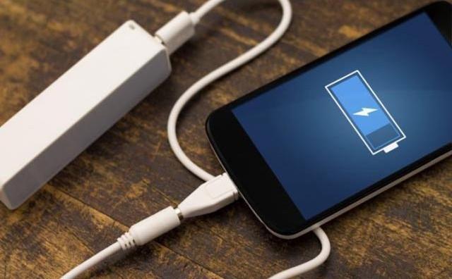 Mobitel držite na krevetu dok se puni? Zbog ovoga to nikad više nemojte učiniti