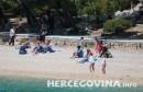 Gosti sunčanjem i kupanjem obilježili prvi svibanj u Brelima