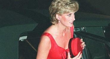 Otkriven razlog zašto je princeza Diana uvijek stiskala torbicu čvrsto na prsa