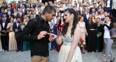 Romantični Hercegovac zaprosio maturanticu pred cijelom generacijom