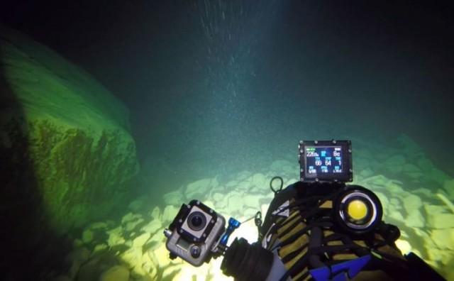 Beskrajno plavetnilo - spektakularne snimke s dna Crvenog jezera
