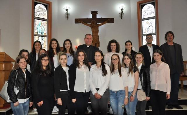 Mješoviti zbor studenata Teološko-katehetskog instituta iz Mostara gostovao u Briješću