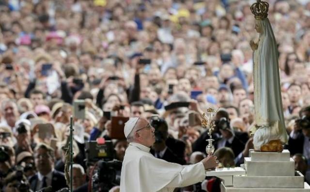 Papa Franjo molio je zajedno s 400.000 hodočasnika