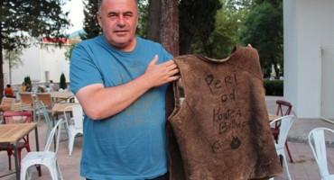 Hercegovac prodaje prsluk s posvetom Monice Belucci