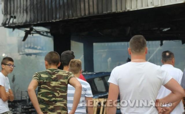 Pogledajte kako je skoro do temelja izgorio bivši Salon namještaja Slavonija Di
