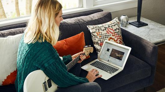 Poznati proizvođač gitara Fender, lansirao je svoju aplikaciju za računalo i mobilne