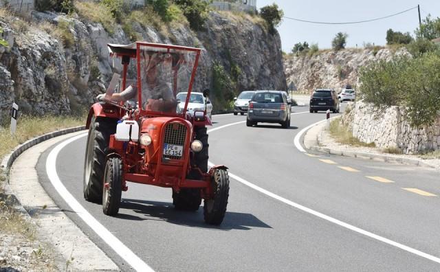 Nijemac traktorom došao na ljetovanje u Hrvatsku