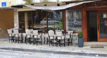 Ljubuški: Obrušila se fasada sa zgrade, gosti kafića se spasili