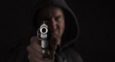Uz prijetnju pištoljem od Mostaraca otuđio 10 KM