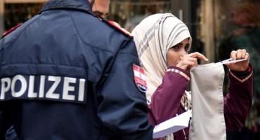 U Austriji policija silom skida burke