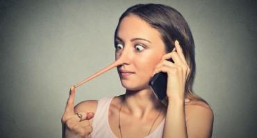 Trikovi kako uhvatiti nekoga u laži - čak i one 'pokerskog lica'