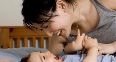 Zašto neke bebe neprestano štucaju i je li to opasno?
