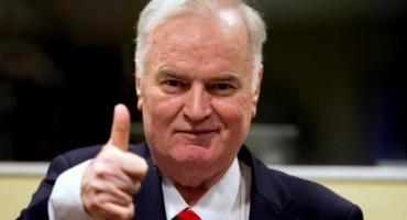 Tužiteljica zatražila doživotni zatvor Mladiću, on odmahivao glavom