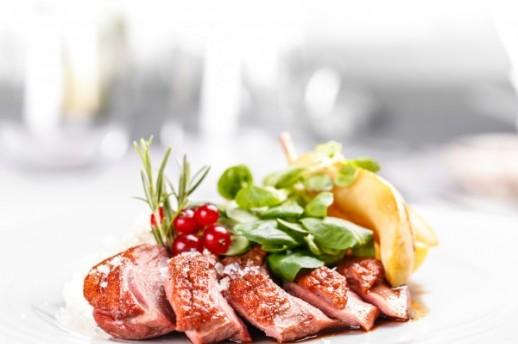 Pačja prsa poslužiti sa sezonskom salatom ili kremastim pireom od krumpira