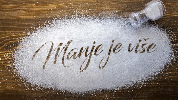 5 jasnih znakova da pod hitno morate smanjiti unos soli