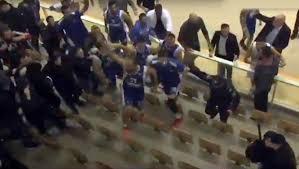 Igrači Zadra skočili s terena u publiku između policije i Tornada