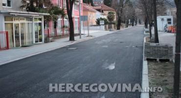 Asfaltirana dio ulice Kralja Tvrtka u Mostaru koja se uskoro pušta u promet
