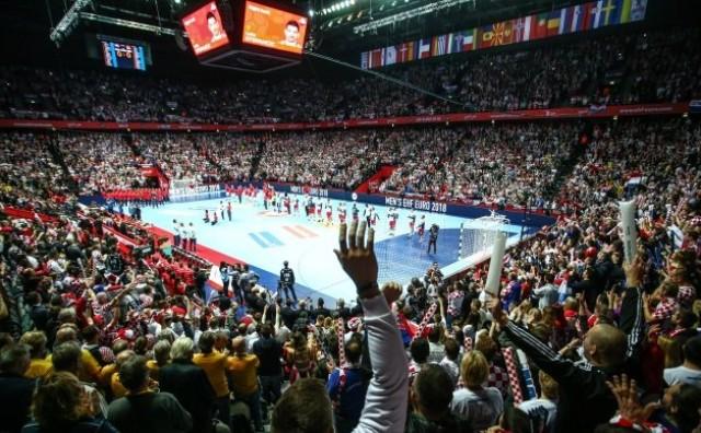 Pogledajte kako 12.000 navijača u Splitu pjeva pjesmu Miše Kovača