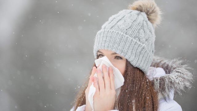Ne potiskujte kihanje! Doktori upozoravaju na brojne komplikacije koje može izazvati taj potez